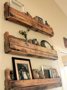 Recycled Pallet Wall Decor Art and Shelves Diy Pallet Projects Art Decor Pallet Recycled Shelves wall Diy Pallet Projects, Home Projects, Pallet Ideas, Pallet Crafts, Diy Crafts, Decoration Palette, Palette Deco, Diy Palette, Pallet Wall Decor