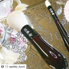 #Repost @sanikki_4unni with @repostapp  #makeupbrushes #makeupbrushcrazy #fudejapan #thankyou #sanity #japanesebrushes  #smutville  #makeuptool #makeuptable  #brushaddiction #brushlover #brushgasm #brushlove #soft #gorgeous  #picoftheday #pretty #koyomo #koyomolove