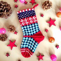 Christmas-Stockings selbst gestrickt - Die Anleitung zu dieser Weihnachts-Socke findet ihr im Blog