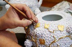 ©Manufaktur MEISSEN/Teekanne aus Meissner Porzellan mit Schneeballblueten