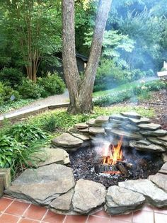 These DIY outdoor fire pits are just what your backyard needs! Choose from a variety of styles and then get the directions for the DIY fire pit. You'll love to come out and relax by your fire through the spring, summer and fall seasons. Complete your land Diy Fire Pit, Fire Pit Backyard, Best Fire Pit, Fire Pit Front Yard, Outdoor Fire Pits, Fire Pit Designs, Outdoor Living, Outdoor Decor, Outdoor Spaces