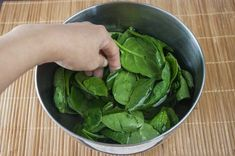 How to Steam Spinach in a Microwave (with Pictures) Steamed Spinach, Steamed Tofu, Spinach Leaves, Baby Spinach, Spinach Recipes, Vegetarian Recipes, Low Fat Cooking, Dash Diet Recipes, Kitchens