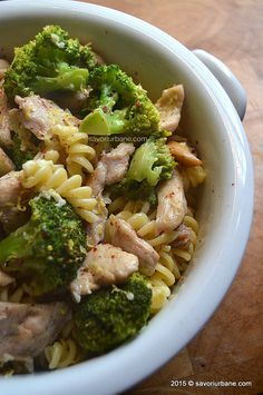 Paste cu pui smantana broccoli (13) Healthy Diet Recipes, Baby Food Recipes, Cooking Recipes, Broccoli Recipes, Chicken Recipes, Lunches And Dinners, Meals, Romanian Food, Food Photography