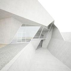 White out. Xk #kellywearstlerXdomino #myvibemylife #geometric