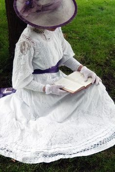 Victorian Woman reading a book | Richard Jenkins Photography