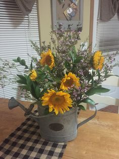 Have a look at these fab choices with regard to country Summer Flower Arrangements, Fall Arrangements, Summer Flowers, Cottage Diy Decor, Farmhouse Decor, Harvest Decorations, Fall Decor, Holiday Decor, Sunflower Poem