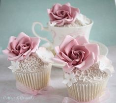 Cute vintage vanilla cupcakes with a vintage sugar rose and piping detail. Could be used as a wedding favour, or gathered on a large cupcake stand as an alternative cake. So pretty.
