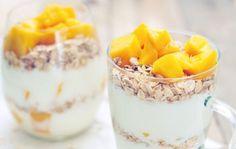 Mango haver ontbijt met yoghurt, Super lekker en snel klaar! Breakfast Smoothies, Breakfast Time, Breakfast Recipes, Healthy Snacks, Healthy Recipes, Healthy Life, Good Food, Yummy Food, Bon Appetit