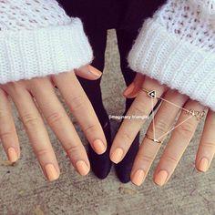 peach nails and knuckle rings. Peach Nails, Orange Nails, Nude Nails, Coral Nails, Hair And Nails, My Nails, Fall Nails, Essie, Cute Nail Colors