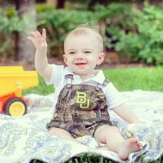 """Jack is ready for gameday!!"" // This is adorable!! How soon is too soon to start teaching your child how to do a #SicEm?!"
