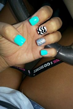 Cheveron nails :D love them!
