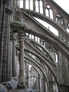 Amiens, flying buttresses, windows let light in. Space Architecture, Gothic Architecture, Amazing Architecture, Architecture Details, Architectural Features, Architectural Elements, English Builder, Plan Paris, Flying Buttress