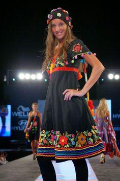 """María Cielo: """"Las Dumas"""", bordados"""