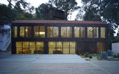 Gallery of Morgan Phoa Library and Residence / Zoltan E. Pali + Studio Pali Fekete architects - 8