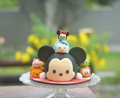 Disney Tsum Tsum - Cake by Foxin Cakeland Tsum Tsum Party, Disney Tsum Tsum, Minnie Cake, Mickey Mouse Cake, Deco Cupcake, Cupcake Cookies, Disney Cakes, Disney Food, Fancy Cakes