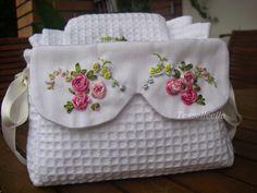 Di tutto un po'... bijoux, uncinetto, ricamo, maglia... ღ by tesselleelle ღ : Silk ribbon, altro cestino