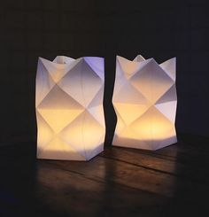 Paper lanterns are so light, delicate and elegant, they are so good in adding softness and warmth to the atmosphere of our homes and so irreplaceable in creating a cozy holiday atmosphere, that we don't hesitate to present you a pretty quick and easy DIY.…