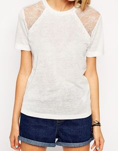 Aumentar Camiseta texturizada con ribete de encaje de puntilla de ASOS