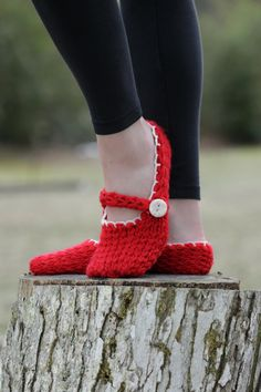 Loom Knit Mary Jane Style Slippers PATTERN. Ladies Loom Knit Slippers.