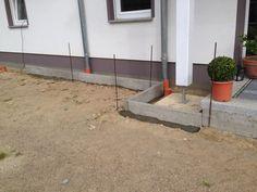 Einbetonierte Rasenkante für Kiesstreifen