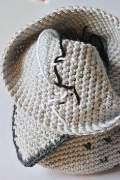 Amigurumi Owl Making 30 Crochet Owl Pillows, Crochet Birds, Crochet Animals, Owl Crochet Pattern Free, Baby Knitting Patterns, Free Pattern, Crochet Poncho, Crochet Hats, Knitted Owl