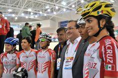 Duarte de Ochoa deseó el mayor de los éxitos a los integrantes de la Selección Mexicana de Ciclismo, representada en el presídium por Daniela Gabriela González y Rubén Orta Castro, a unas horas de que el Velódromo vibre con su actuación.