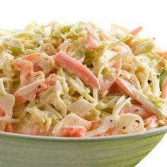 Aquí tienes la receta básica de la ensalada de col americana (coleslaw) y muchas ideas para versionarla y personalizarla a tu gusto. Veggie Recipes, Salad Recipes, Cooking Recipes, Healthy Recipes, Beef Recipes, Easy Recipes, Dinner Recipes, Salade Healthy, Healthy Salads