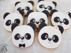 Mr and Mrs panda cookies / panda koekjes / droomkoekjes Panda Love, Royal Icing Cookies, Edible Art, Madness, Instagram, Pandas, Bebe