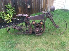 Scrap metal art motorcycle by Doug Smith . Scrap metal art motorcycle by Doug Smith . Junk Metal Art, Metal Yard Art, Scrap Metal Art, Junk Art, Metal Art Projects, Welding Projects, Art En Acier, Metal Art Sculpture, Sculpture Ideas