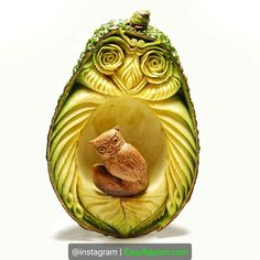 """When it comes to carving an avocado, Vincenzo Scuruchi ( is a natural. 🥑 ⛏ """"Carving seeds [like avocado pits] absolutely… Avocado Art, Food Sculpture, Bonsai Styles, Food Artists, Food Carving, Bonsai Art, Buffet, Food Garnishes, Edible Arrangements"""