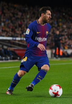Lionel Messi of FC Barcelona runs with the ball during the Copa del Rey round of 16 second leg match between FC Barcelona and Celta de Vigo at Camp Nou on January 11, 2018 in Barcelona.