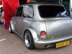 Super smooth deseamed mini with Majic kit Mini Cooper S, Mini Cooper Custom, Mini Cooper Classic, Classic Mini, Classic Cars, Mini 4wd, Mini Clubman, Kia Pride, Mini Cooper Interior