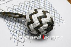 PINEAPPLE KNOT...cool looking but tutorial is in Japanese! Gonna have to brush up on my Japanese language skills!