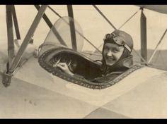 Даница Томић била је прва жена пилот у Србији. Било је то тридесетих година прошлог века, у доба када је и у свету ваздухопловство важило за мушку професију.