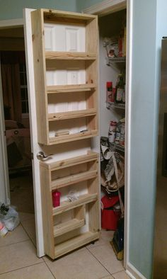 64 Kitchen Organization Ideas You Wish You Had – Genius Pantry Organization Ideas Pantry Door Storage, Pantry Door Organizer, Kitchen Organization Pantry, Diy Kitchen Storage, Kitchen Pantry, Spice Organization, Woodworking Furniture, Diy Furniture, Woodworking Projects
