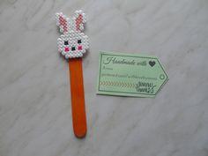 gyöngy-spatula Hama Beads Design, Hama Beads Patterns, Beading Patterns, Bunny Party, Beaded Bookmarks, Peler Beads, Perler Bead Art, Minnie, Bead Crafts