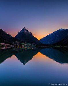 Gloppen in Nordfjord, Sogn og Fjordane. Mt. Eggenipa (1338 m), and the  Bergheimsvatnet Lake. Oddbjørn Flø Photography