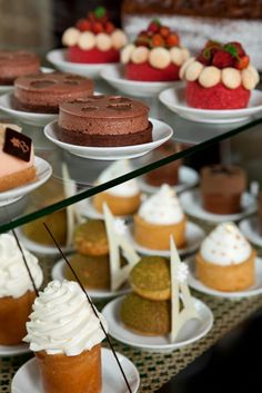 Cupcake by François Perret - The cupcake cart - Shangri-La Hotel, Paris