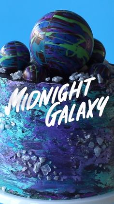 Midnight Galaxy Cake This Galaxy Cake is one s.-Midnight Galaxy Cake This Galaxy Cake is one small step for man, o… Midnight Galaxy Cake This Galaxy Cake is one small step for man, one giant leap for mankind SERVINGS: 30 - Galaxy Desserts, Köstliche Desserts, Delicious Desserts, Dessert Recipes, Cake Recipes, Cake Decorating Videos, Cake Decorating Techniques, Crazy Cakes, Galaxy Cake