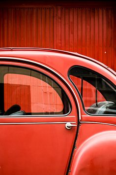 Une photo génial de cette Citroën 2CV , un grand classique d'un fabricant Français ! On adore le modèle ! #Citroen2CV #voiture #vintage #car