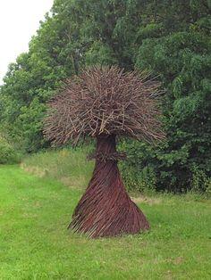 Het begin by Karin van der Molen, Natuurkunstpark Lelystad / Gorgeous Garden Magic Garden, Garden Art, Garden Design, Sculpture Art, Garden Sculpture, Sculptures, Environmental Sculpture, Art Et Architecture, Twig Art