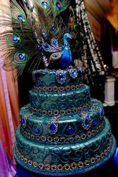 Love this Peacock cake! Sooo elaborate.