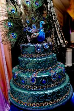 Love this Peacock cake! Sooo elaborate.