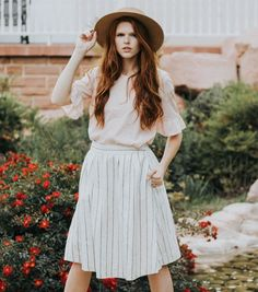 Model is 5'10 wearing size 40 White and charcoal striped skirt - wears above the hip with full lining, pockets, and gold back zipper Sizing comparable to sizing in jeans as such: 34: 25, 36: 26, 38: 27, 40: 28, 42: 30 Fabric: 55% Linen, 45% Viscose