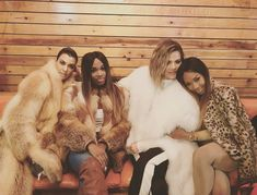 I will kill using a fur scarf wrapped around your neck or smother you face with fur Klohe Kardashian, Khloe Kardashian And Tristan, Kendall And Kylie Jenner, Daniel Patrick, Fox Fur Coat, Fur Coats, Fur Fashion, Chinchilla, Celebs