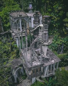 Architecture Discover The Strange Story Of Xilitla The Hidden Surreal Wonderland In The Middle Of The Jungle Abandoned Castles, Abandoned Mansions, Abandoned Buildings, Abandoned Plantations, Abandoned Places In The Uk, Beautiful Buildings, Beautiful Places, Unusual Buildings, House Beautiful