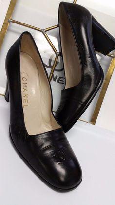 L@@K  CHANEL Black Leather CC Logo Classic Heels Pumps Size 38.5 EUC