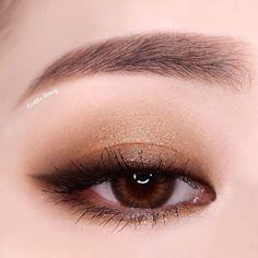 A imagem pode conter: uma ou mais pessoas e close-up Source by ErzaNight Eye makeup Monolid Eyes, Monolid Makeup, Red Eye Makeup, Asian Eye Makeup, Natural Eye Makeup, Eye Makeup Tips, Cute Makeup, Makeup Inspo, Makeup Inspiration