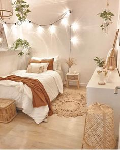 Bedroom Decor: Are You Currently Generating These Home Furniture Faults? Apartment Room, Home Decor Inspiration, Aesthetic Room Decor, Home Decor Bedroom, Bedroom Makeover, Home Bedroom, Dorm Room Decor, Cozy Room, Girl Bedroom Decor