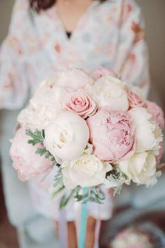 White Peonies Bouquet, Peony Bouquet Wedding, Pink Bouquet, Wedding Flower Arrangements, Bride Bouquets, Bridal Flowers, Pink Peonies, Floral Wedding, Wedding Dress